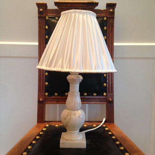 Lampskärm-veckad-satin-klofäste-1