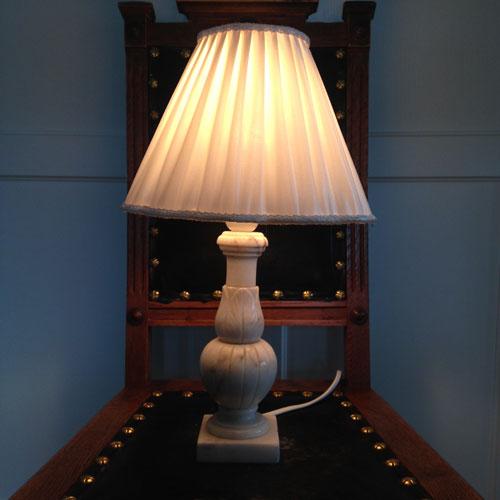 Lampskärm-veckad-satin-klofäste-2