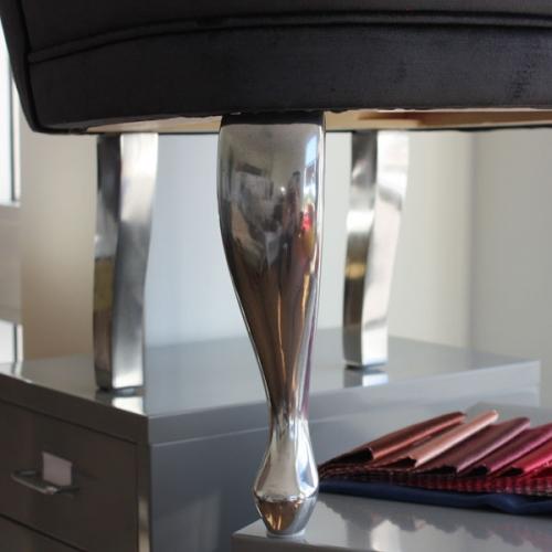 butiksbild-svart-shiny-aluminiumben