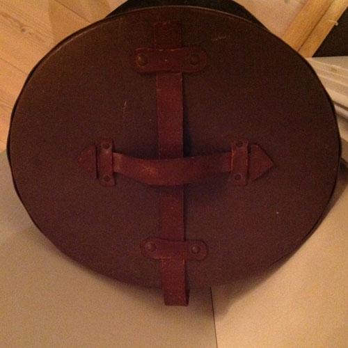 hattask-brun-2