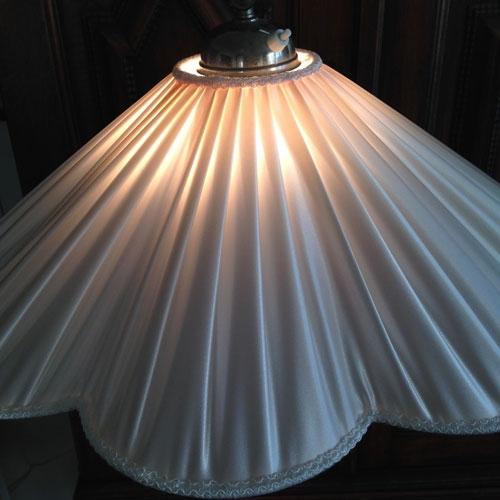 produktbild-lampska-rm-veckad-satin-stor-3
