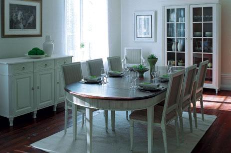 stort matsalsbord 10 stolar