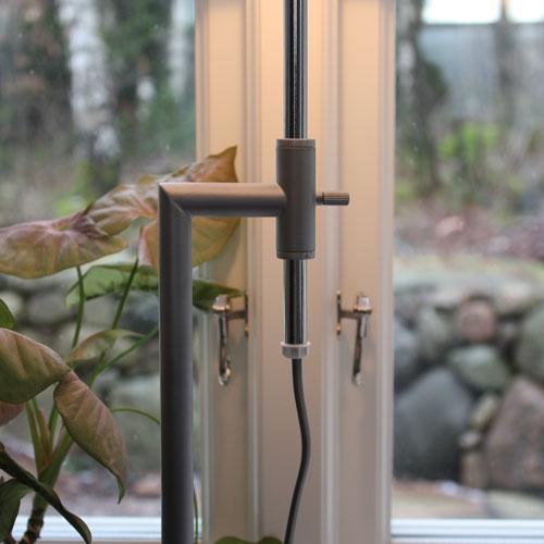 vit-modern-bordslampa-4